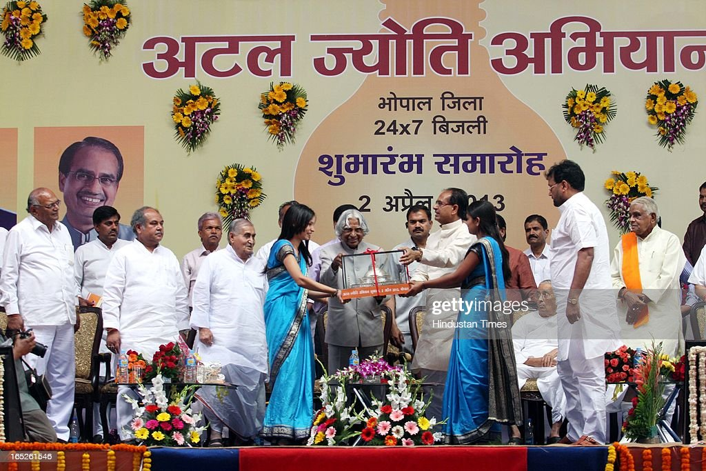 Chief minister of Madhya Pradesh Shivraj Singh Chouhan giving a memento to former president of India Dr. APJ Abdul Kalam during the inauguration of 'Atal Jyoti Abhiyan' that marks the beginning of 24/7 power supply in Bhopal District on April 2, 2013 in Bhopal, India.