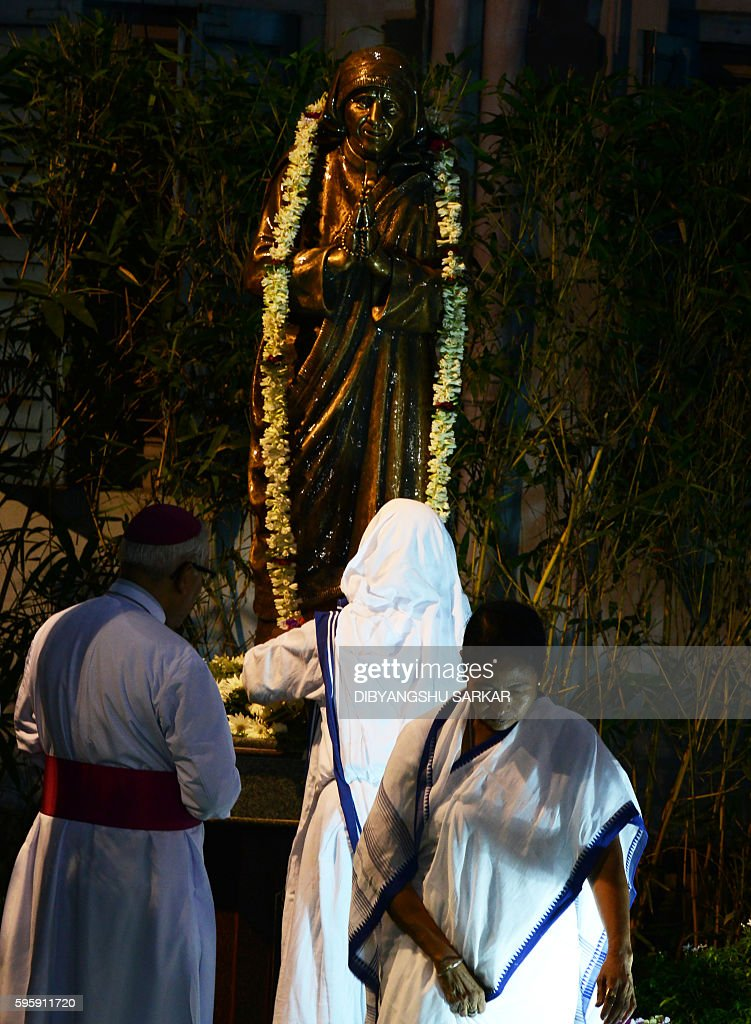Chief Minister of the eastern Indian state of West Bengal Mamata Banerjee with Sister Lysa a nun from the Catholic Order of the Missionaries of...