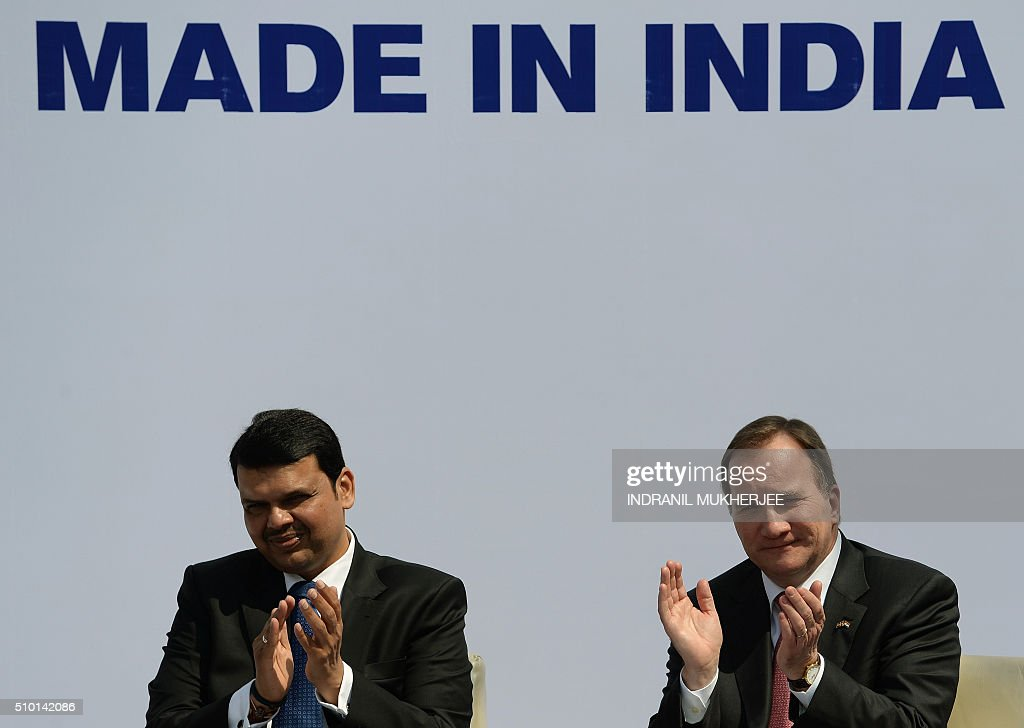 Chief Minister of western Indian Maharashtra state Devendra Fadnavis (L) and Prime Minister of Sweden Stefan Lofven applaud during the introduction of the first Volvo hybrid city bus made in India on the sidelines of the 'Make in India Week' in Mumbai on February 14, 2016. Over 190 companies, and 5,000 delegates from 60 countries, are taking part in the first 'Make in India' week held in Mumbai from February 13-18. AFP PHOTO/ INDRANIL MUKHERJEE / AFP / INDRANIL MUKHERJEE