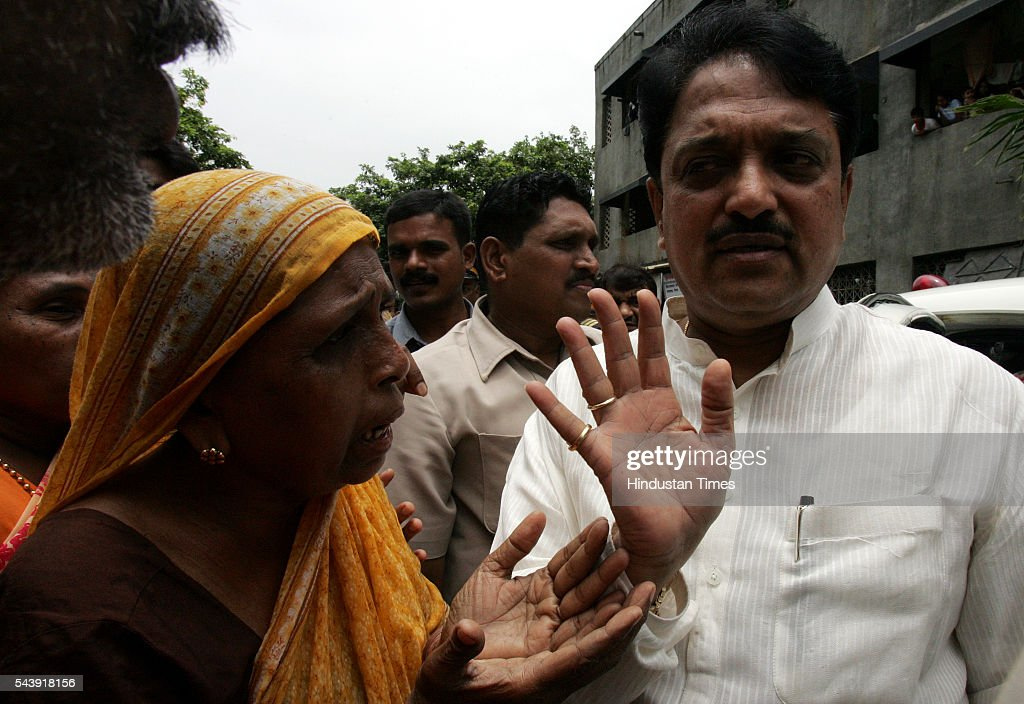 Chief Minister Vilasrao Deshmukh listening to grievances of flood affected residents of Bandra East.