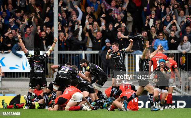 Chiefs players celebrate the last minute winning try during the Aviva Premiership match between Exeter Chiefs and Saracens at Sandy Park on May 20...