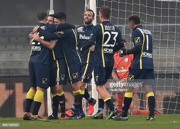 Chievo players celebrate Sergio Pellissier after penalty 20 during the Serie A match between AC ChievoVerona and UC Sampdoria at Stadio Marc'Antonio...