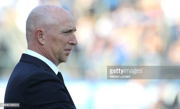 Chievo Verona coach Rolando Maran looks on before the Serie A match between Atalanta BC and AC ChievoVerona at Stadio Atleti Azzurri d'Italia on May...