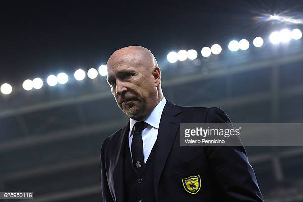 ChievoVerona head coach Rolando Maran looks on during the Serie A match between FC Torino and AC ChievoVerona at Stadio Olimpico di Torino on...