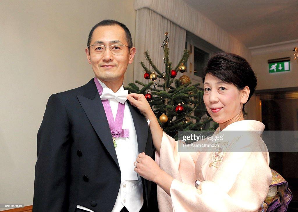 Chika Yamanaka (R), wife of Nobel Prize in Medicine laureate Shinya Yamanaka (L) arranges her hudsband's bow tie ahead of the Nobel Prize Award Ceremony on December 10, 2012 in Stockholm, Sweden.