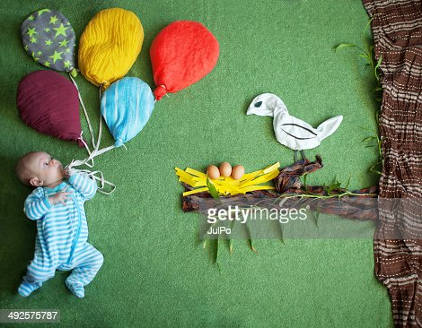 Child and a bird : Stockfoto
