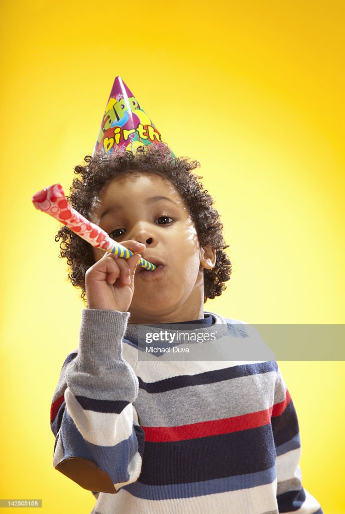 child blowing party favor paper horn for birthday : Bildbanksbilder