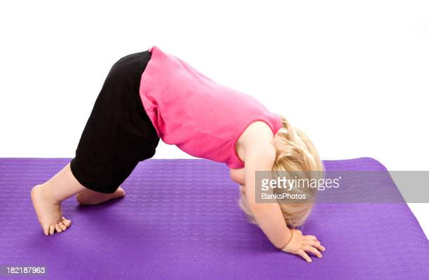 ENFANT Fille faire du Yoga