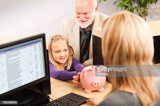 Transferir moneda niños alcancía, se cuenta con cajero de banco