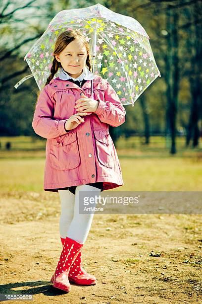 Bambino in autunno parco
