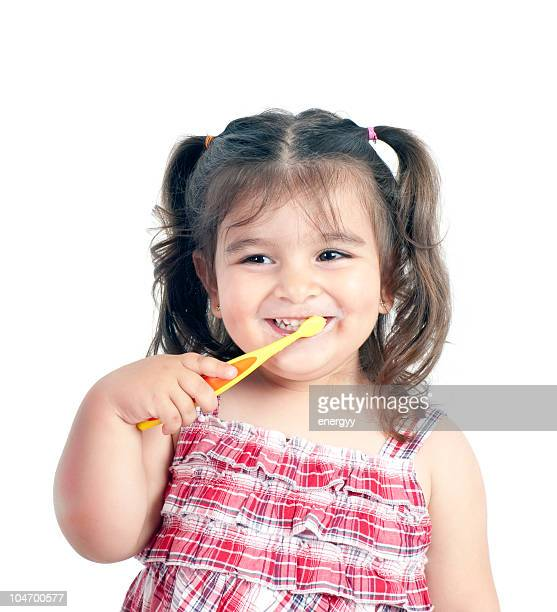 Kind Zähne putzen
