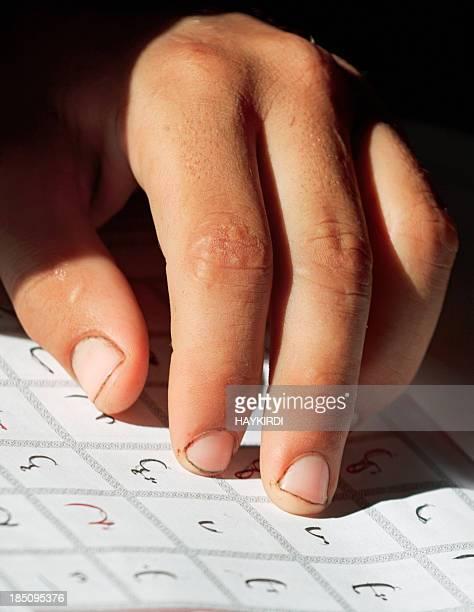 Se trata de aprender la letra del alfabeto árabe