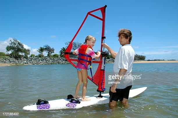 Bambino imparare a fare Windsurf