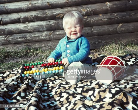 Child on blanket  with abacus : Stockfoto