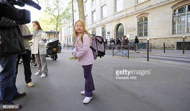 A child stands on April 30 2009 in front of the Parisian school of a nineyearold girl who was hospitalized on April 29 after returning from Mexico...