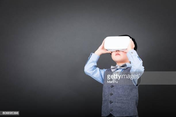 Kind über virtuelle Reality-Headset