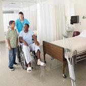 Child visits fatger in hospital