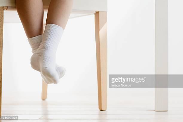 Enfant portant les chaussettes