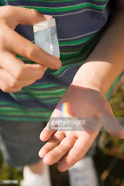 Enfant avec un prisme