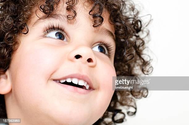 Enfant avec son Sourire à pleines dents