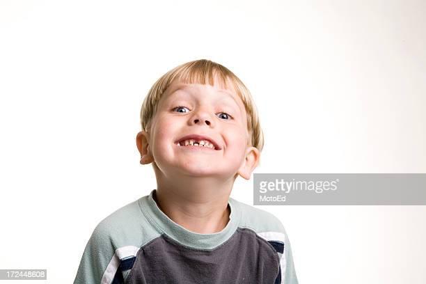 Enfant avec dent manquant