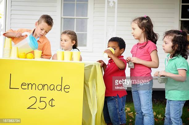 Enfants dans la buvette