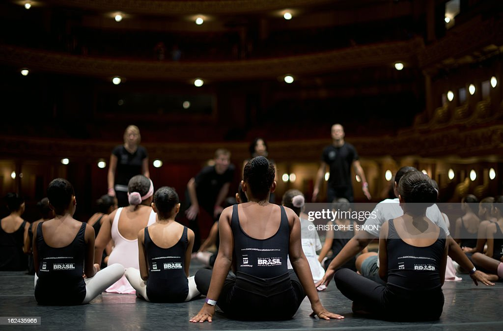 Children attend a classic dance class given by teachers from the Royal Opera House to children from Brazilian dance schools and from shantytowns, at the Municipal Theater in Rio de Janeiro, on February 23, 2013. The Royal Opera House of London landed in Rio this week with educational programs and events that include dance lessons for children living in the city's shantytowns. AFP PHOTO/Christophe Simon