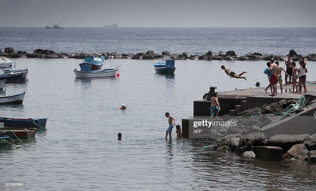 Children cool off on April 20, 2013 on the Spanish Canary island of Tenerife, where temperatures are soaring due to the Sirocco, a Mediterranean wind coming from the Sahara.