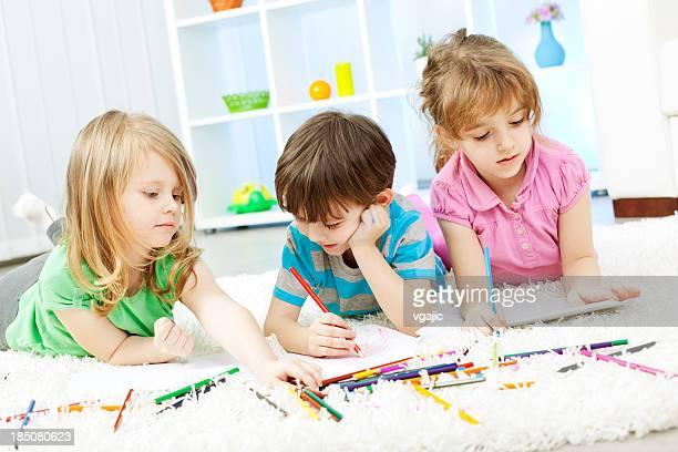 Kinder zeichnen und Malbuch