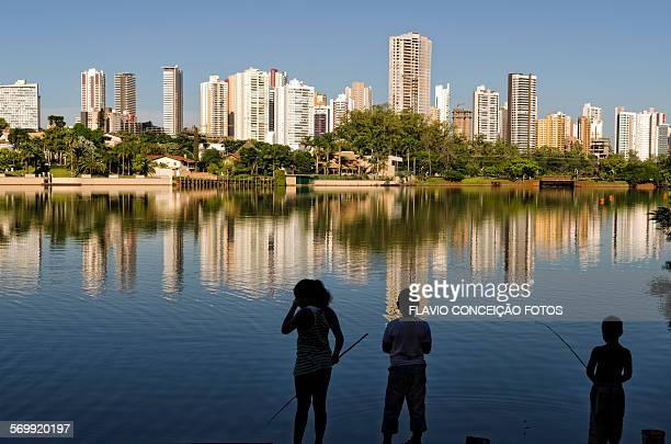 Children fishing Londrina