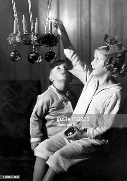 Children lighting the first candle on a Advent wreath 1938 Photographer Weltbild Published by 'Das 12 Uhr Blatt' Vintage property of ullstein bild