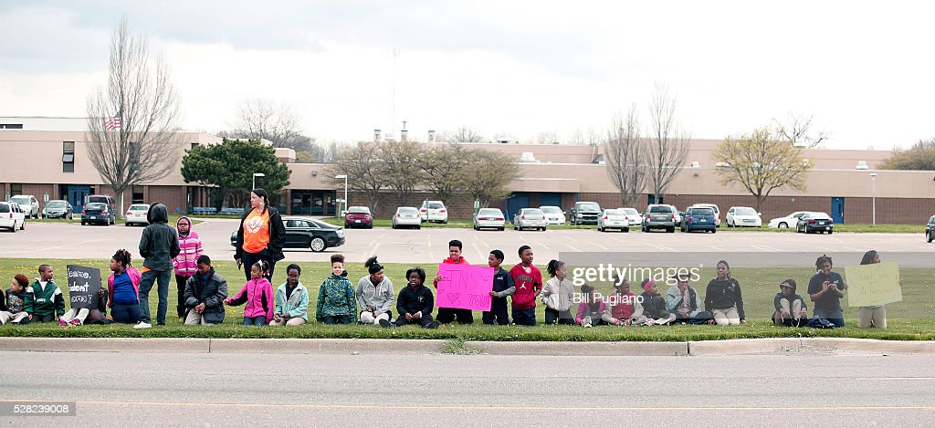 Children line up to greet President Obama's motorcade before he speaks at Northwest High School about the Flint water contamination crises May 4, 2016 in Flint, Michigan. While in Flint, the President will hear first-hand from residents about the water crises, and receive an in-person briefing on the federal efforts that are in place to help respond to the needs of the city's residents.