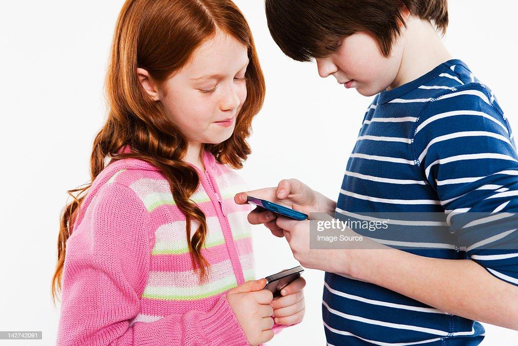 Children looking a smartphones : Stock Photo