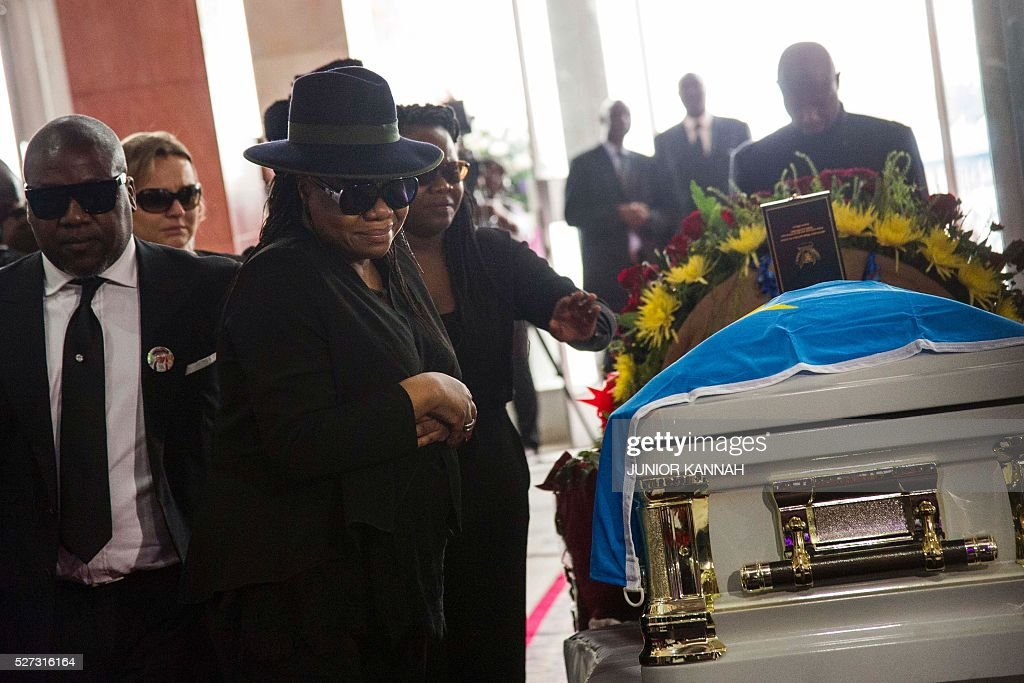 Children of rumba musician Papa Wemba pay their respects during their father's funeral in Kinshasa on May 2, 2016. Democratic Republic of Congo's rumba king Papa Wemba was posthumously awarded one of his country's highest honours, a week after he collapsed on stage and died aged 66. / AFP / JUNIOR
