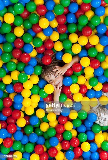 Niños con pelotas