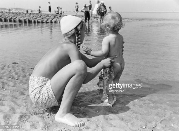 Children on the beach of the island Wangerooge Wolff Tritschler Vintage property of ullstein bild