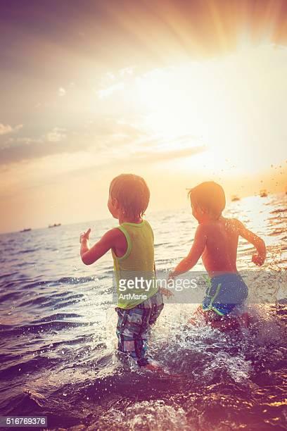 Crianças na praia