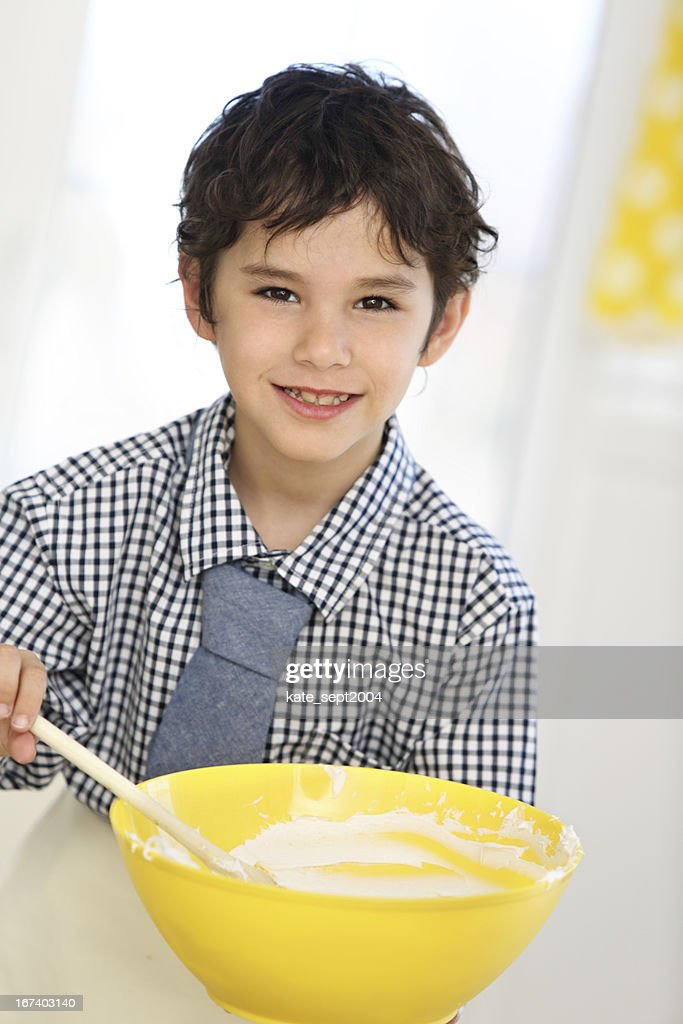 Children on the kitchen : Bildbanksbilder