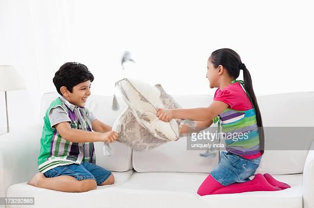 Girl Vs Boy Fight Foto e immagini stock | Getty Images