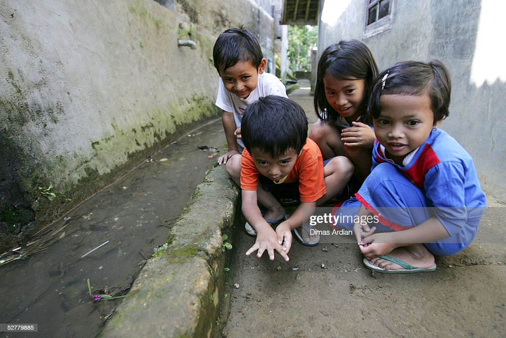 Children play a traditional Indonesian game May 9, 2005 at Girijaya village, Sukabumi, Indonesia. Indonesian health authorities confirmed on May 6 that at least four cases of polio with some 15 cases of acute flaccid paralysis have been diagnosed in the West Java province. All cases were found in villages of the Sukabumi district, about 100 kilometres (62 miles) south of Jakarta. An epidemic of polio in Indonesia has broken out after ten years of being free of the disease. Indonesia is the 16th previously polio-free country to be reinfected in the past two years, including 13 in Africa, according to the United Nations health agency.