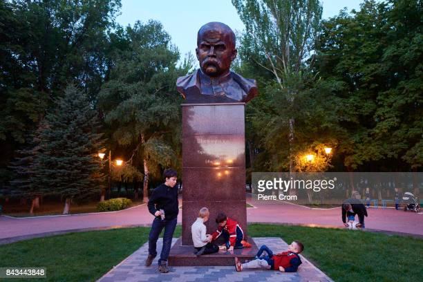 Children play around the statue of Ukrainian writer Taras Shevchenko on September 06 2017 in Avdiivka Ukraine The frontlinecity Avdiivka is located...