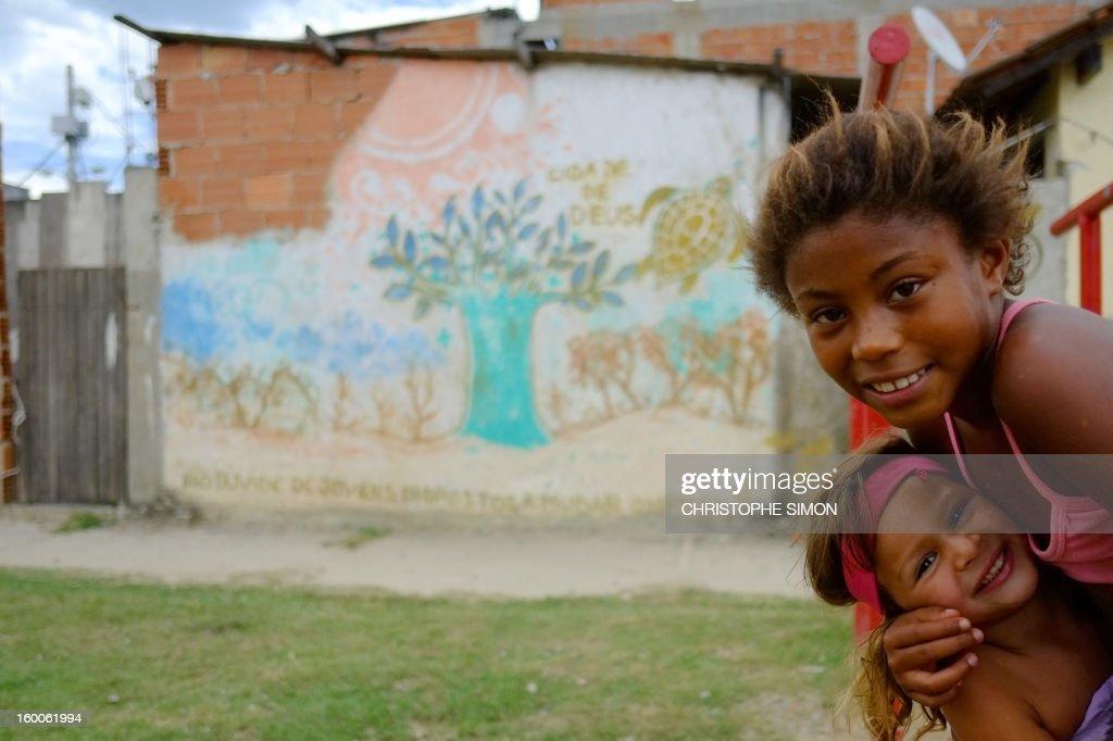 Children play at Cidade de Deus slum in Rio de Janeiro, Brazil on January 25, 2013. AFP PHOTO / CHRISTOPHE SIMON