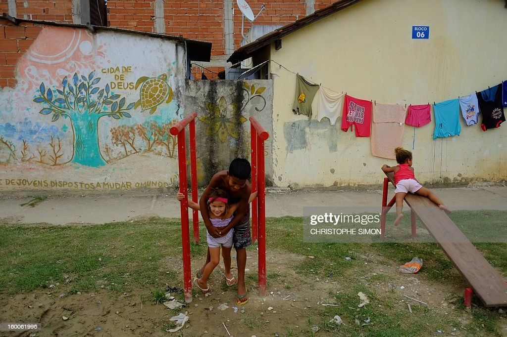 Children play at Cidade de Deus slum in Rio de Janeiro, Brazil on January 25, 2013. AFP PHOTO / CHRISTOPHE SIMON