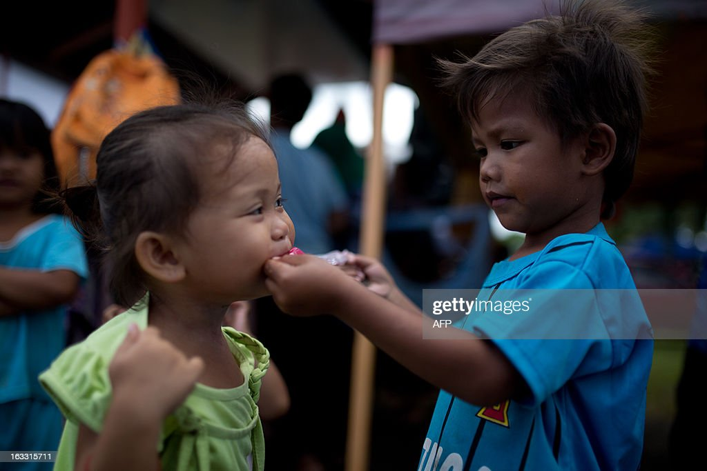 Children play at the evacuation centre in Embara Budi near where the Malaysian troop launched an assault against armed Filipino invaders in Tanduo village on March 8, 2013. The self-proclaimed Philippine sultan whose followers launched a deadly incursion into Malaysia called for a ceasefire Thursday as troops continued to hunt for his elusive fighters. AFP PHOTO / MOHD RASFAN