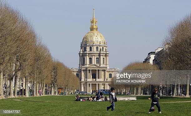 Children play on April 9 2010 in front of he Invalides Hotel in Paris The buildings houses the Musee de l'Armee the military museum of the Army of...