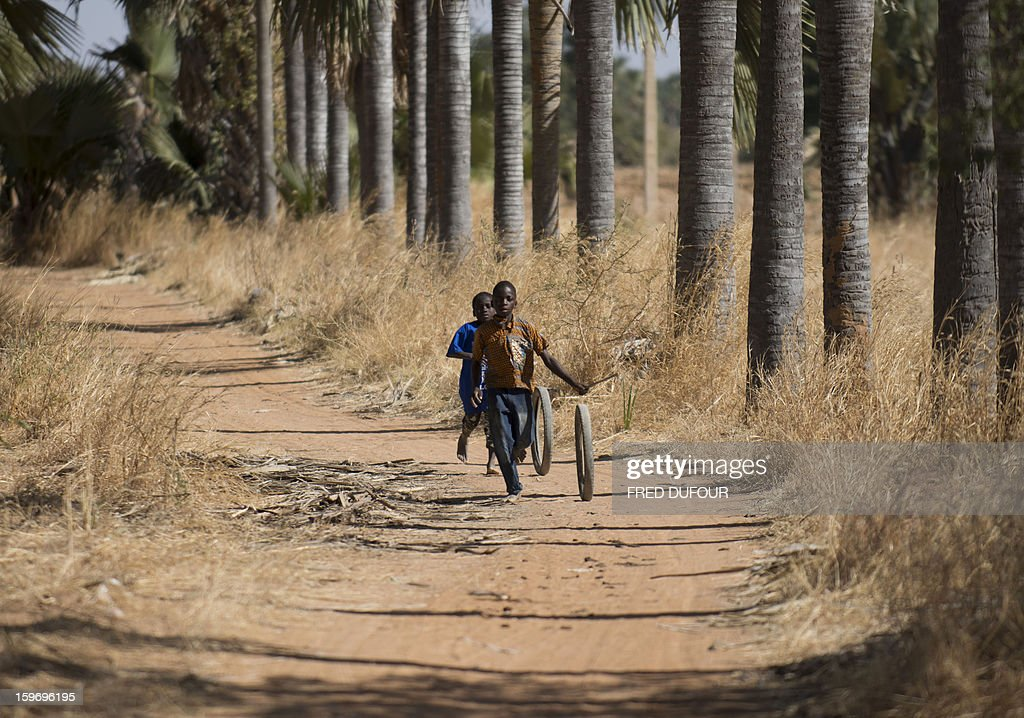 Children play with tires in Markala, on January 18, 2013. France now has 1,800 troops on the ground in Mali, inching closer to the goal of 2,500 it plans to deploy in its African former colony, Defence Minister Jean-Yves Le Drian said today. That was 400 more than a day earlier, said the minister as he met with French special forces in the western port of Lorient. The troops have been sent to help the Malian army regain control of the north from Islamist groups.