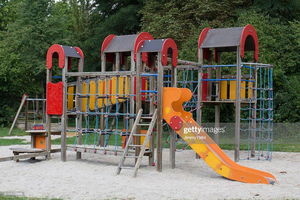 patio de juegos para nios en el parque foto de stock