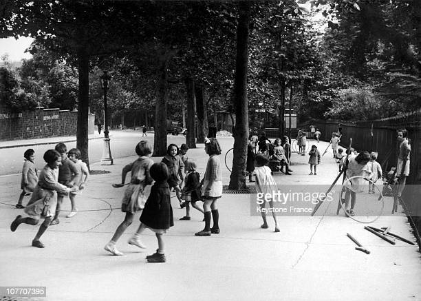 Children Playing In Buttes Chaumont In 1941