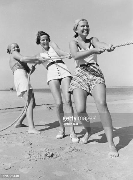 Children playing on the beach of the island Wangerooge Wolff Tritschler Vintage property of ullstein bild