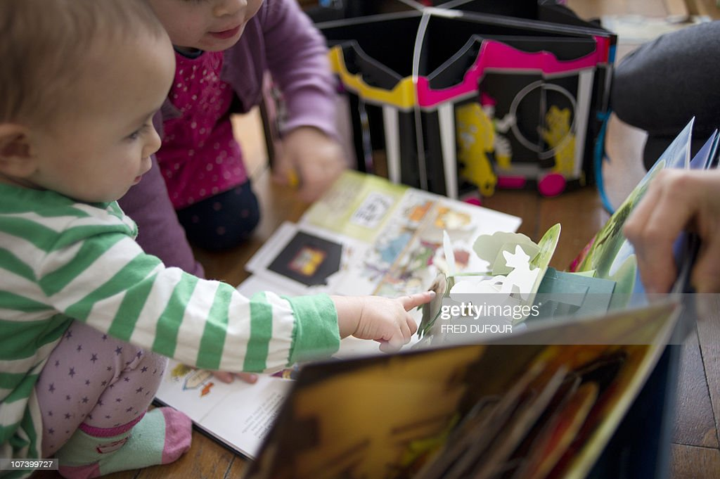 PELLEGRIN - Children read pop-up books, three-dimensional or movable books, on December 04, 2010 in Paris. Pop-up books made known in the 19th century by German Lothar Meggendorfer are more and more popular on the market especially on the eve of Christmas celebrations. AFP PHOTO / FRED DUFOUR